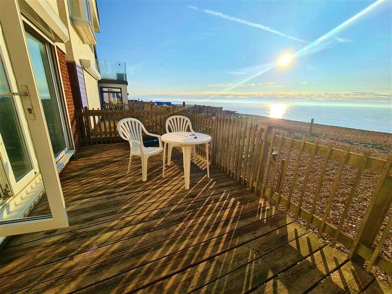 Beachfront detached house, pet friendly, driveway parking for 2 cars, sleeps 8, holiday rental in Pevensey