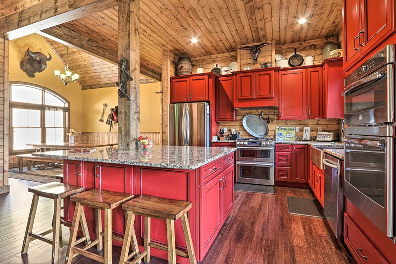 Fully Equipped Kitchen | Granite Countertops | Stainless Steel Appliances