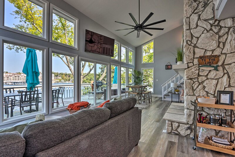 NEW! Bright & Modern Lake Home w/ Private Dock!, holiday rental in Four Seasons