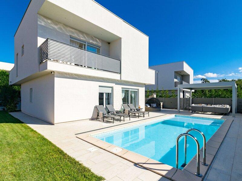Villa Virtus (NVG360), location de vacances à Fiorini