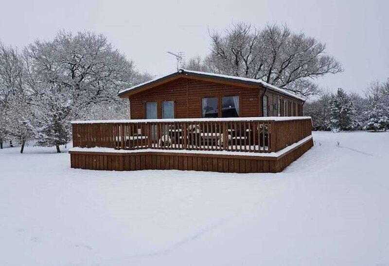 Tulip Lodge with hot tub, location de vacances à Coneysthorpe