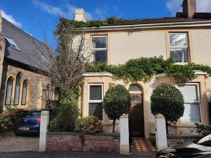 A spacious 5 bed house in central east Bristol, holiday rental in Bristol
