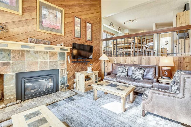 Updated Townhome on Peak 9-Ski In Ski Out-Walk to Town-Hot Tub and Pool Access, vacation rental in Breckenridge