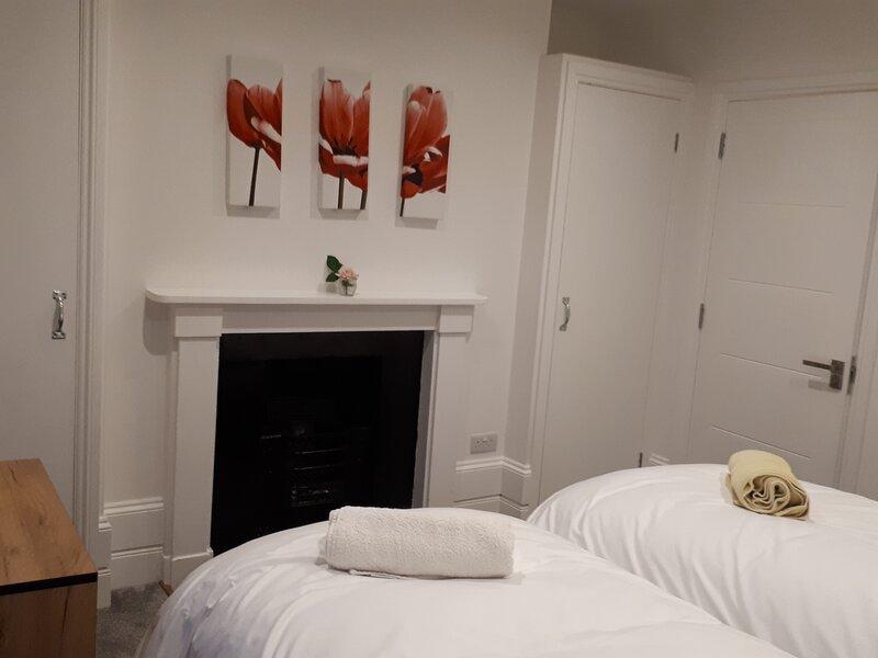 Reading. Individual 1 bed apartments/flats. Sleep 4., holiday rental in Stoke Row