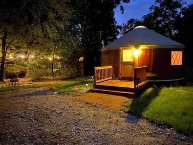 Wildflower Yurts ~ The Bluebonnet, aluguéis de temporada em Point