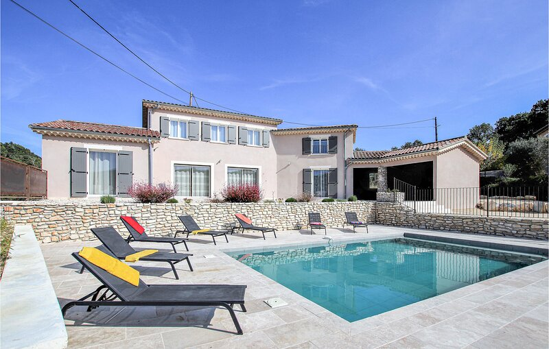 Nice home in St Thomé with Outdoor swimming pool, WiFi and 7 Bedrooms (FRA171), holiday rental in Le Teil
