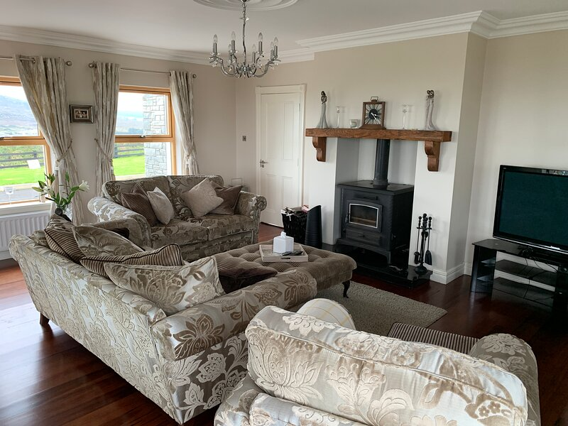 Ard na Mara House by My Donegal Escape, vacation rental in Ballyliffin