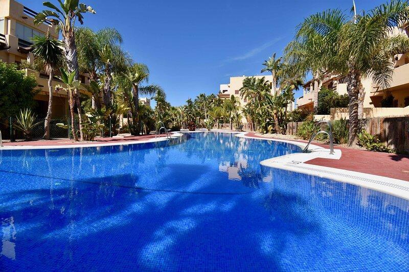 Piscina en frente de Bahía Marinas - Swimming pool in front of Bahía Marinas