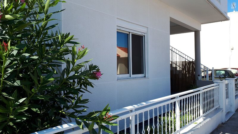 Modern fully equipped flat for rent., holiday rental in Paradeisi
