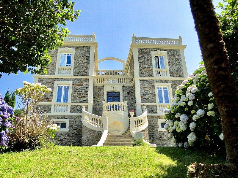 Casa indiana de estilo colonial Villa Auristela (se reserva la villa completa), location de vacances à Navia