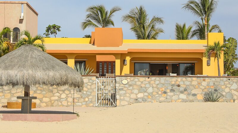 Newly Remodeled Beachfront Home in Downtown Los Barriles!, vacation rental in La Ribera