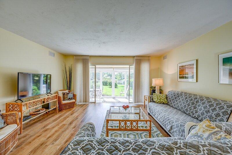 Furnished Lake view Condo for Rent, alquiler de vacaciones en Pelican Bay