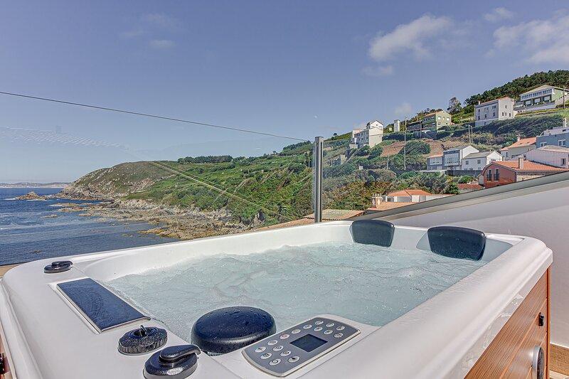 Ático-Suite con 2 terrazas y Jacuzzi. 1ª línea de playa en Caión, holiday rental in Laracha