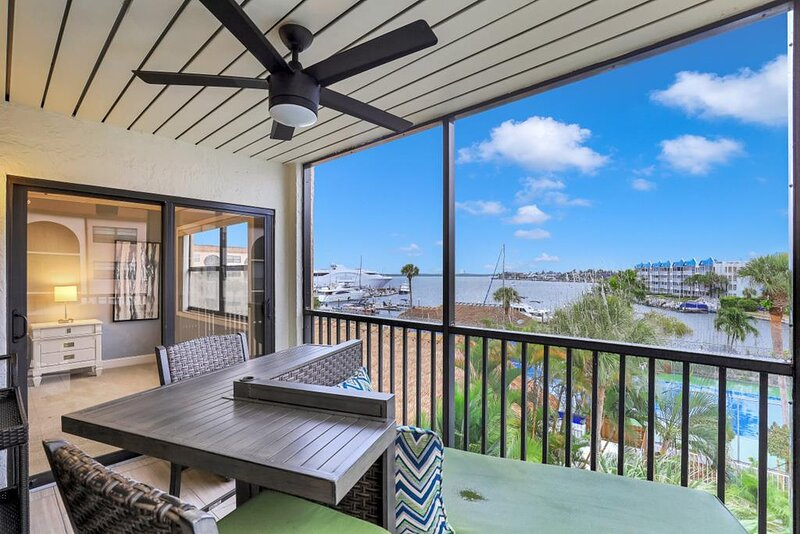 Anglers Cove F405 Marco Island Vacation Rental, vacation rental in Goodland