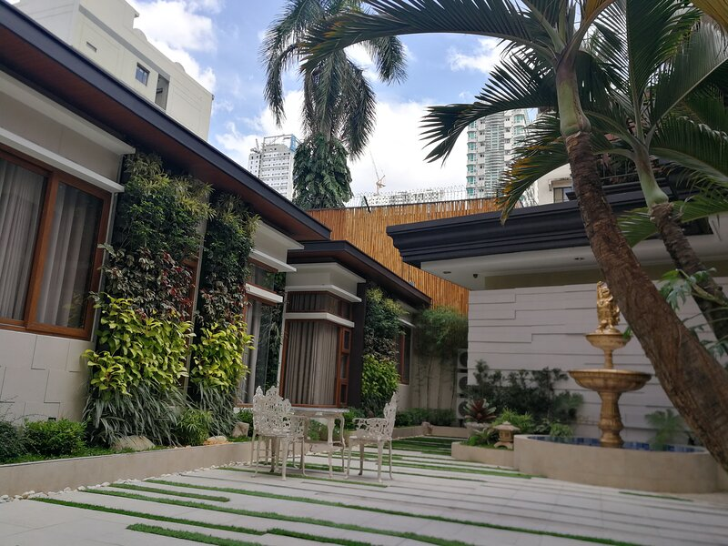 Adria Residences - Ruby Garden - 2 Bedroom unit for 4 Guests - Adriatico Malate, vacation rental in Manila
