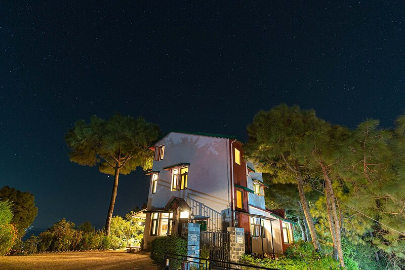 Sunset Vue by Vista Rooms, holiday rental in Kasauli Tehsil
