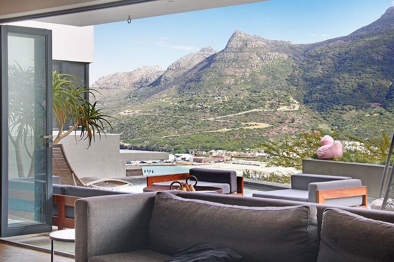 Modern Luxury Villa with sea, Valley and Mountain views, holiday rental in Hout Bay