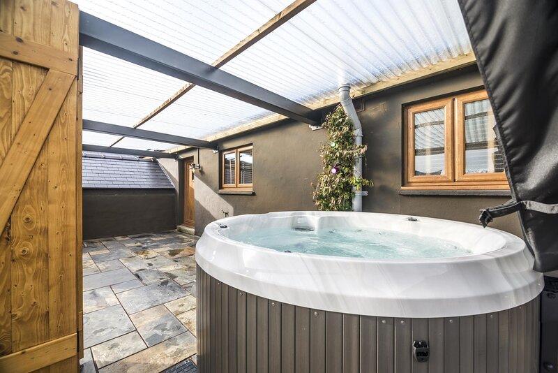 Lavender - Luxurious Barn Conversion - Blossom Farm, holiday rental in Portfieldgate