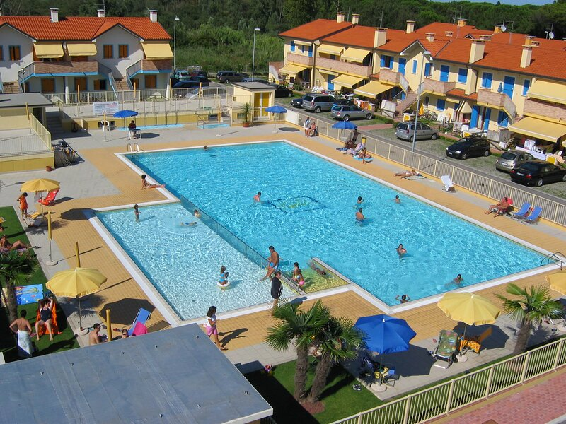 Apartment in Residence with Swimming Pool in Rosolina Mare, vacation rental in Sant'Anna di Chioggia