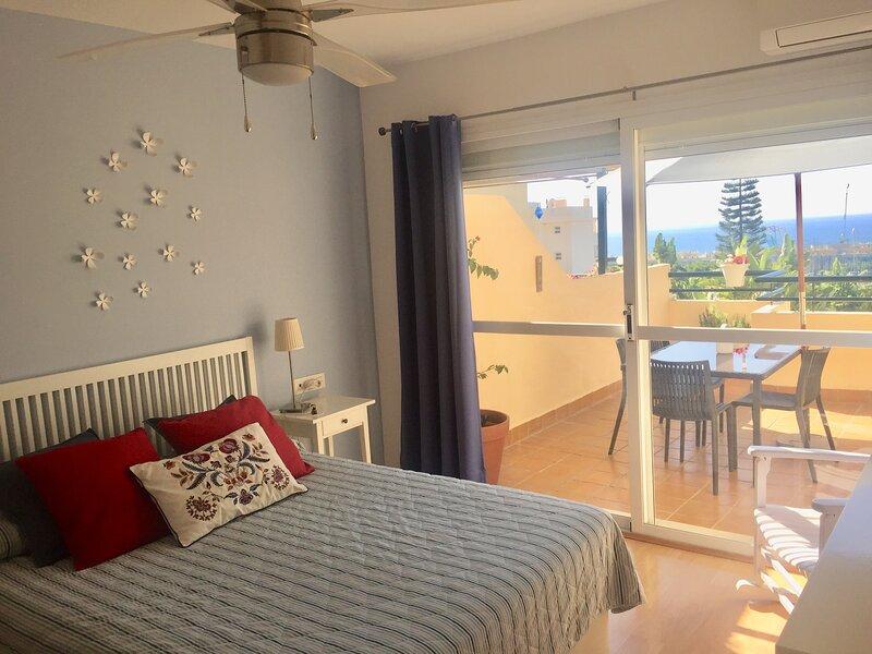 Cozy townhouse with sea view in Marbella-Mijas, alquiler vacacional en Artola