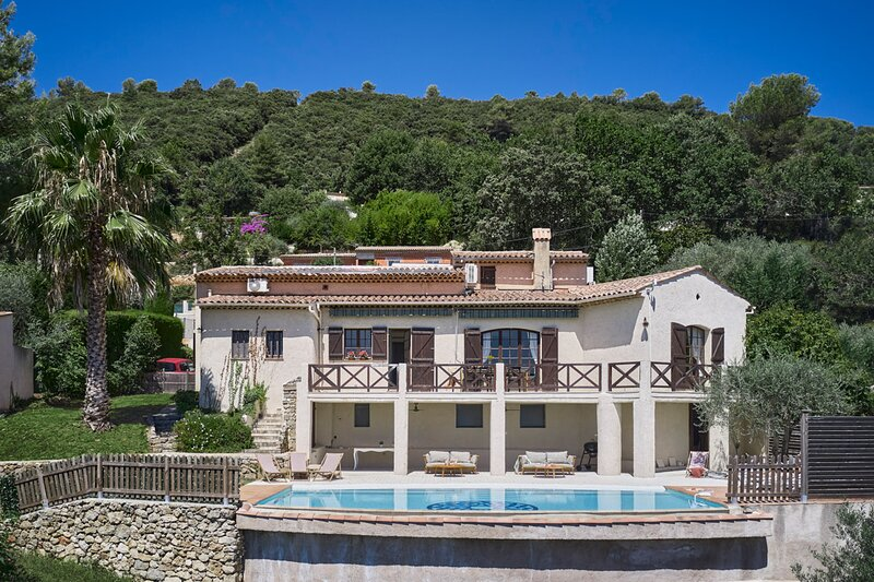 SunlightProperties - VILLA OLEA - Family holiday rental, 5 Beds, private pool, alquiler vacacional en Le Tignet