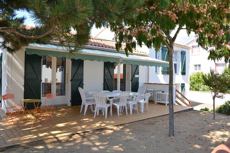 Big house with garden & terrace, vacation rental in La Tranche sur Mer