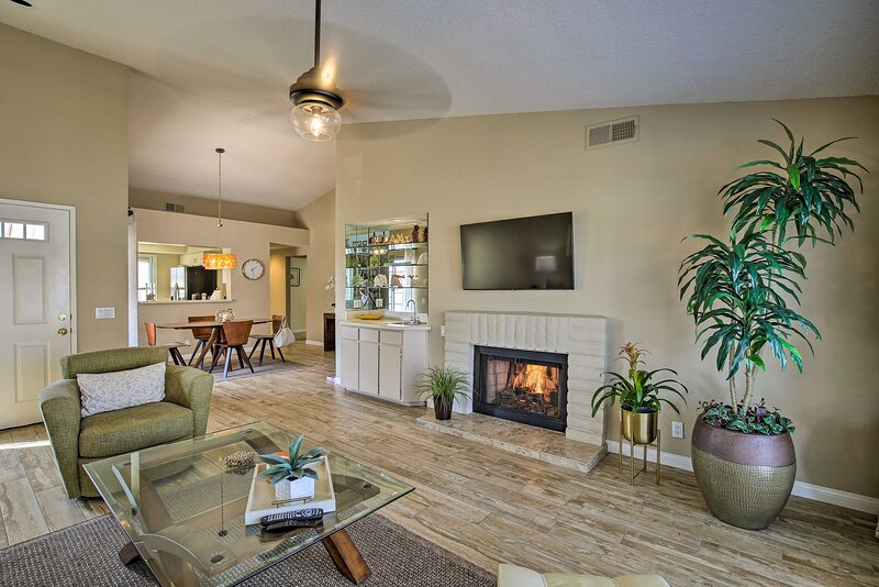 Luxe Desert Falls Country Club Condo w/ Mtn Views!, holiday rental in Indian Wells