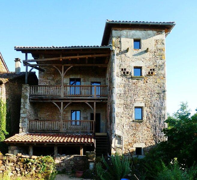 Grande maison de caractère en pierres -superbe vue, vacation rental in Lauresses