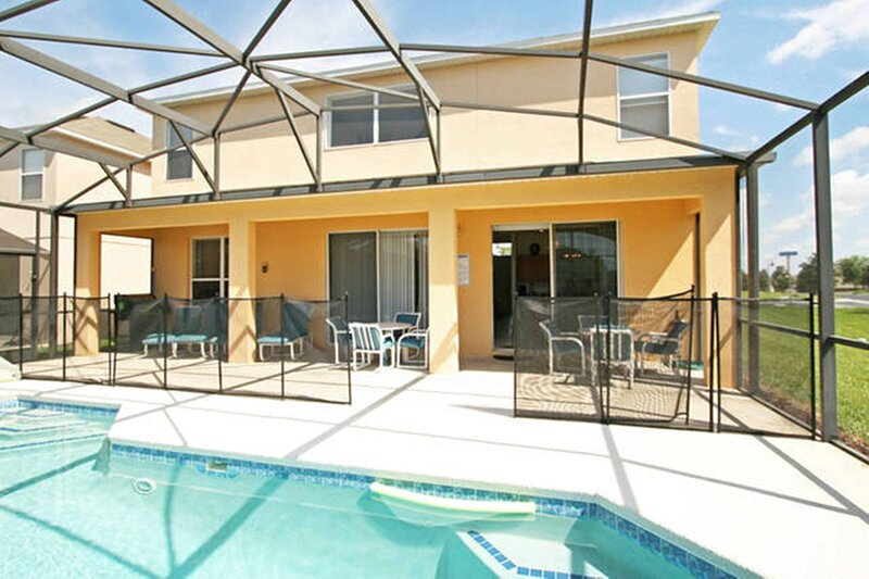 Beautiful 7 bedrooms, South Facing Pool Spa, 3 miles to Disney, Key Less Entry, vacation rental in ChampionsGate