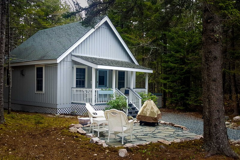 Loft Cabin w/Outdoor Patio-Near Acadia Nat'l Park!, holiday rental in Seal Cove