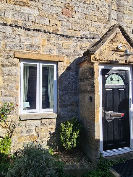 Cosy Corner Cottage .... a quiet hideaway near to Chatsworth House and Bakewell, holiday rental in Calver