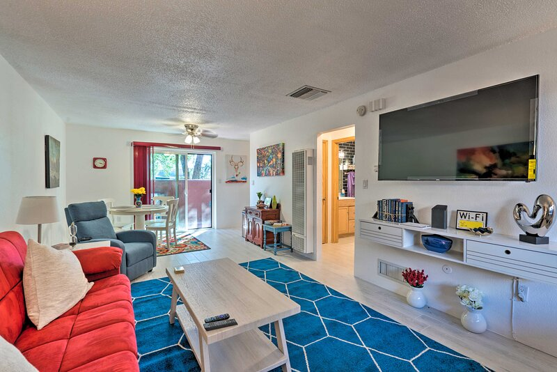 NEW! Colorful Bungalow in the Heart of Santa Fe!, holiday rental in Agua Fria