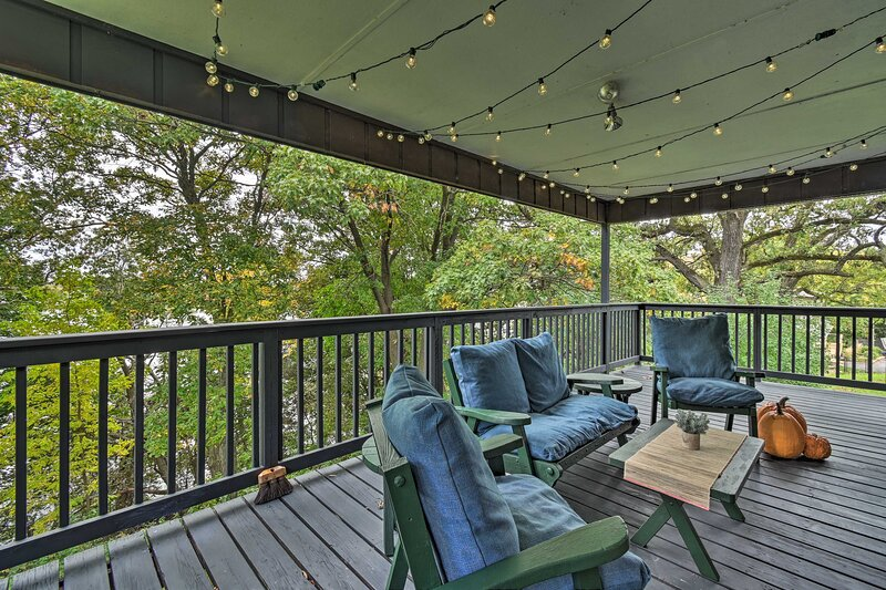 NEW! Private Lakefront Haven w/ Deck, Pier + Yard!, holiday rental in Marquette