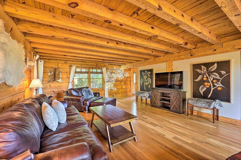 NEW! Powderhorn Mtn Cabin w/ Game Room!, holiday rental in Deep Gap