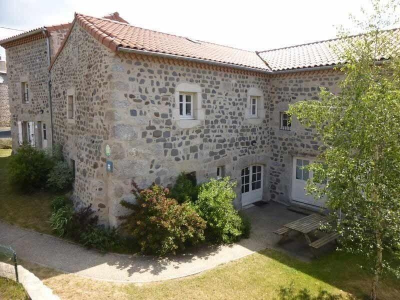 Gîte 8 personnes à Rauret, holiday rental in Le Bouchet St Nicolas