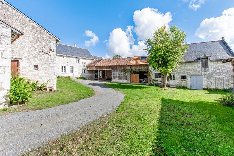 Spacious house with garden, alquiler vacacional en Ceaux-en-Loudun