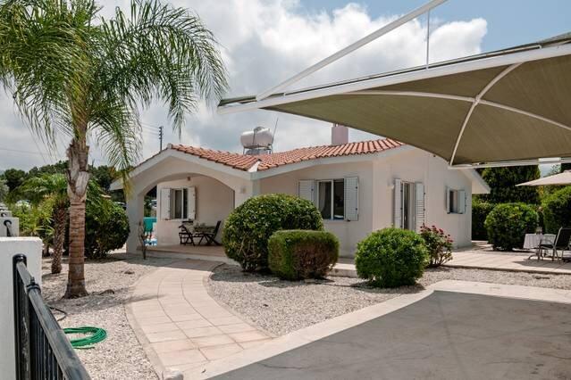 Villa Salieri: Coral Bay Villa with private pool, aluguéis de temporada em Coral Bay