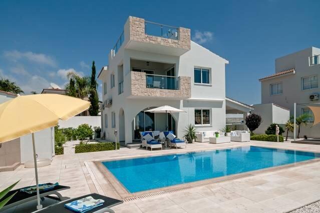 Villa Verdi: Luxury villa with private pool, alquiler vacacional en Lara