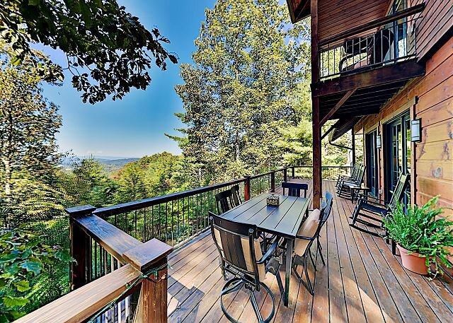 Eagles Wing Lodge | Game Room, Firepit, Dazzling Sunset Views | Near Downtown, location de vacances à Asheville