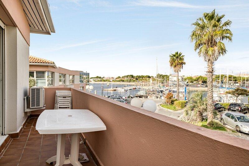 Amazing apartment with sea view, alquiler de vacaciones en Mèze