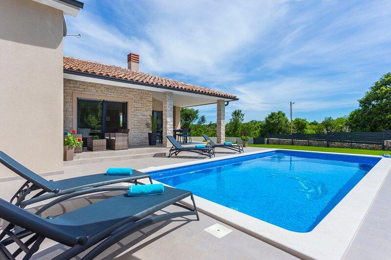 Villa Duras Tamara, holiday rental in Bratulici