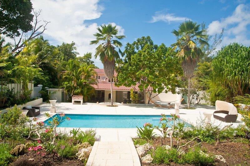 Capri Manor - Walk to Beach - 4 Bedrooms, holiday rental in Gibbes