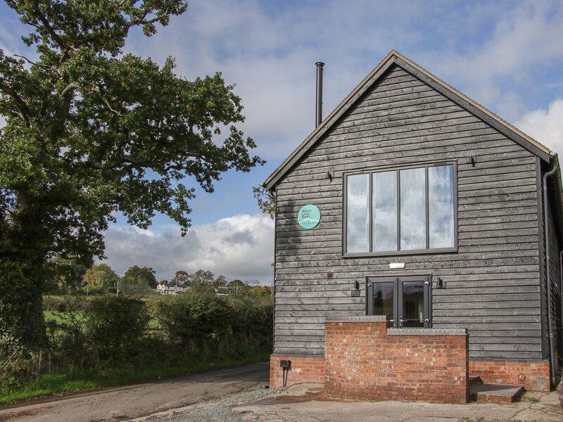 Black Lion Barn Retreat, Pulverbatch, holiday rental in Westbury