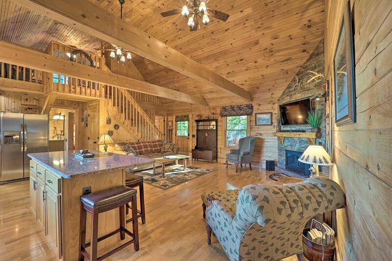 NEW! Rural Hideaway w/ Game Room & Mountain Views!, alquiler de vacaciones en Roaring Gap