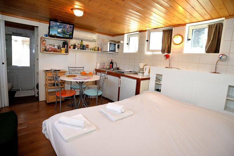 Studio insolite sur Peniche, Le Carre, Insolite au coeur De Lyon, holiday rental in Montagny