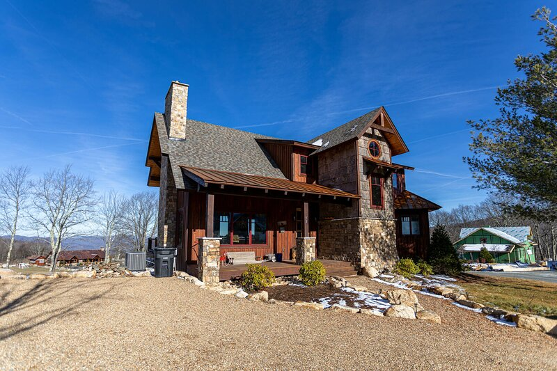 Red White & Views at Eagles Nest, holiday rental in Banner Elk