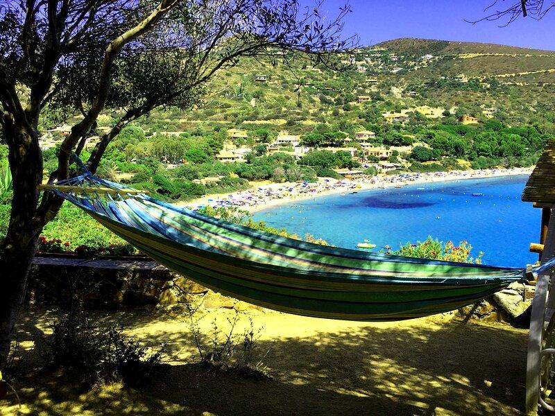 Villa in 1. fila spiaggia, molto panoramica, WiFi, clima, parcheggi, TV, tennis, location de vacances à Torre delle Stelle
