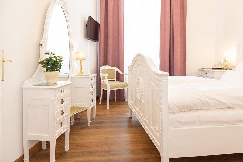 Heritage Boutique Apartment Sophie - kaiserlich urlauben in Ischler Stadtvilla, holiday rental in Bad Goisern