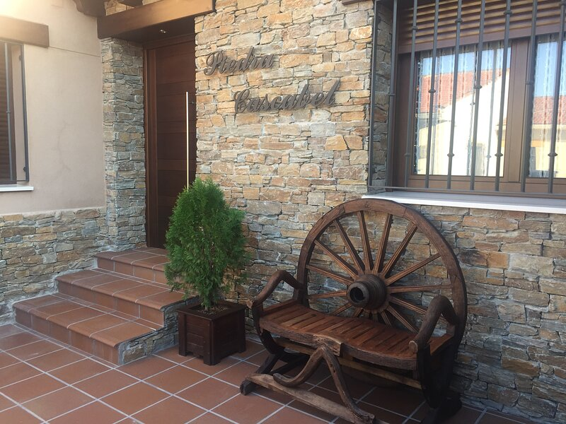 Casa Rural Piedra Cascabel, vacation rental in Puebla de Valles