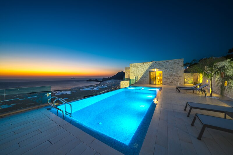 Brand new villa Ariti *breathtaking sea view*, infinity pool, alquiler de vacaciones en Phalasarna